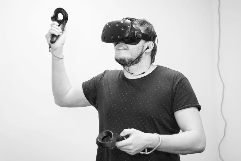 Гарнитура HTC Vive для виртуальной реальности