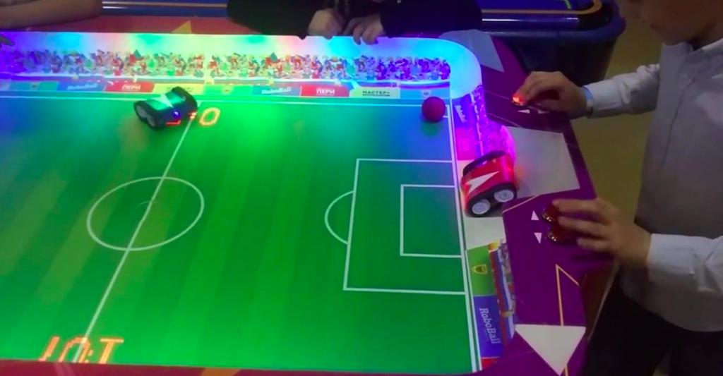 Игровой автомат - Футбол с роботами