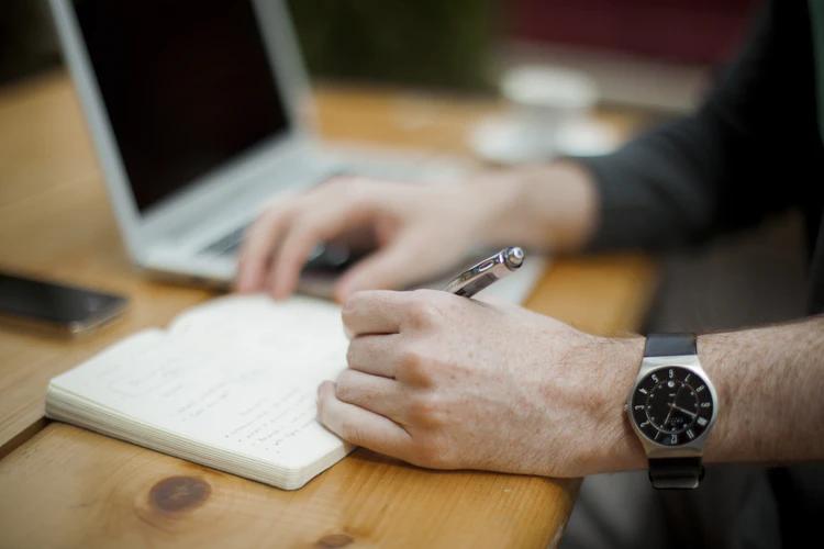 как заработать на блогах, создавая и продавая свою книгу