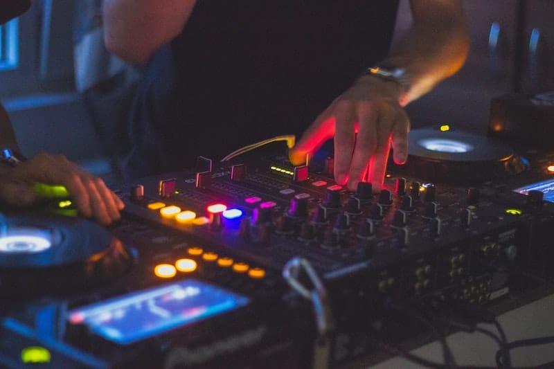 Лучшая бизнес идея DJ-ИНГ